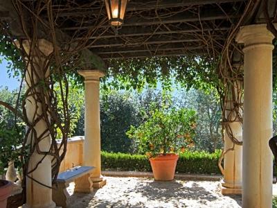Villa Zeffiro – Lawn Trellis