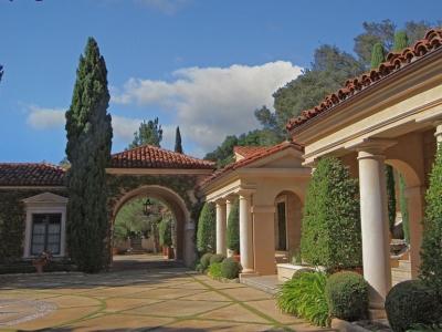 Villa Zeffiro – Motor Court Portico