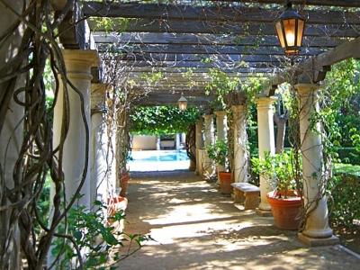 Villa Zeffiro – Pool Trellis